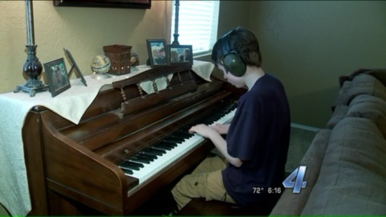 Video 13 Year Old With Autism Can Play Any Tune By Ear