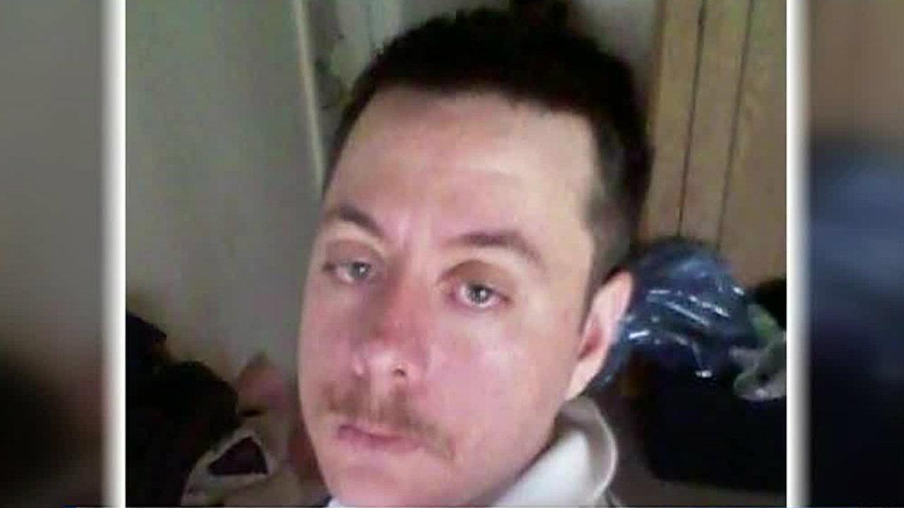 Illinois man sent nude photos to Oconomowoc girls: Complaint