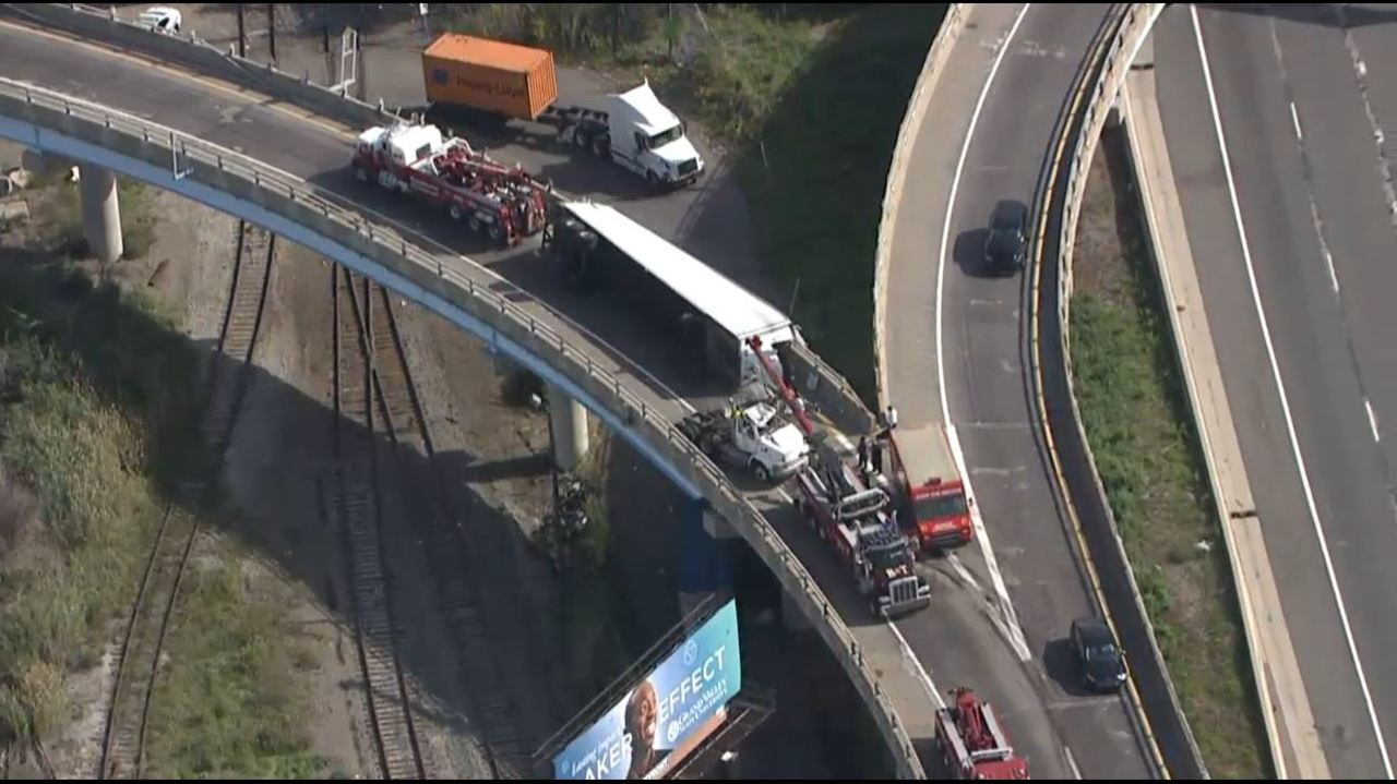 Chevy Semi Truck >> SB Southfield Freeway ramp to WB I-96 reopens after semi-truck...