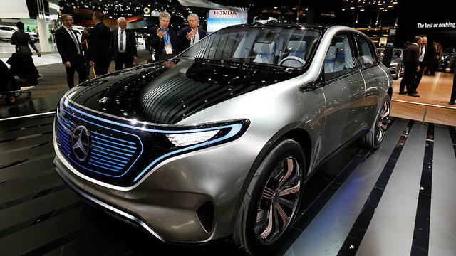 Mercedes-Benz_EQ_Concept_insidephoto011117.jpg