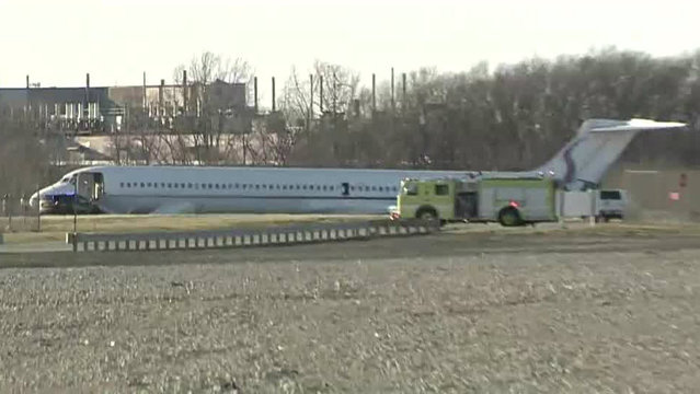 Plane carrying U of M basketball team skids off runway