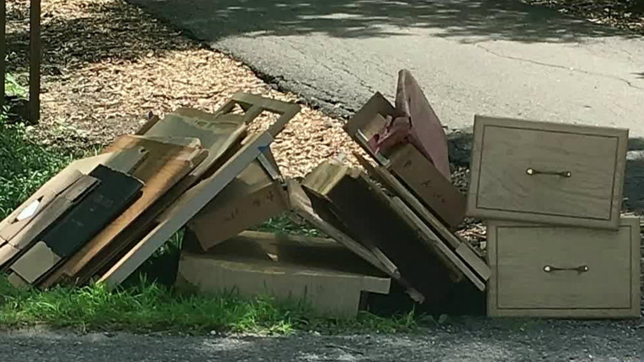 Oakland Township residents angered by trash pickup nightmare