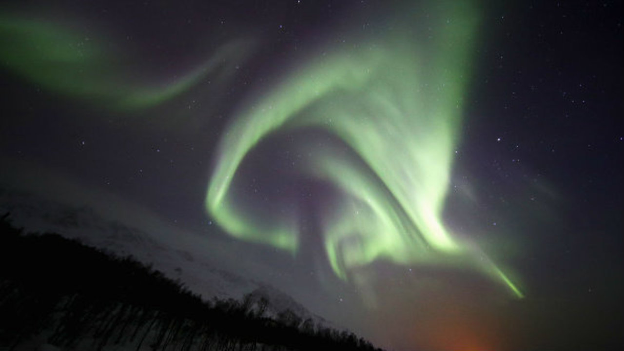 Northern lights could be visible tonight in parts of michigan for Chance of seeing northern lights tonight