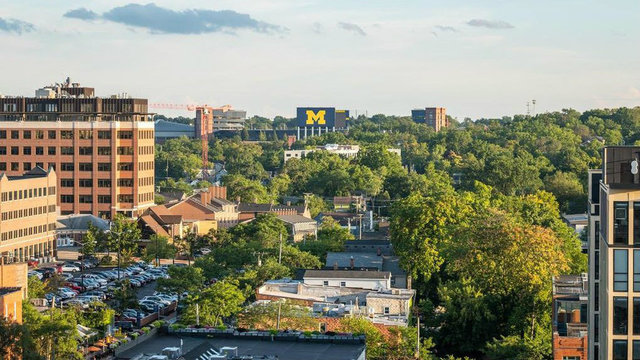 Michigan football weather forecast: Clear skies, cool temps expected at…