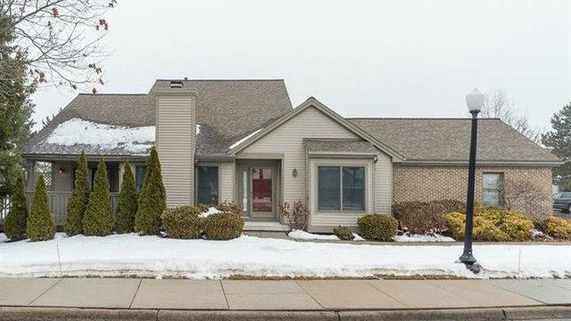 Two-bedroom condo in Ann Arbor's Oakbrook Villas for sale