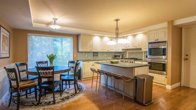 Luxurious Oak Ridge condo in north Ann Arbor for sale