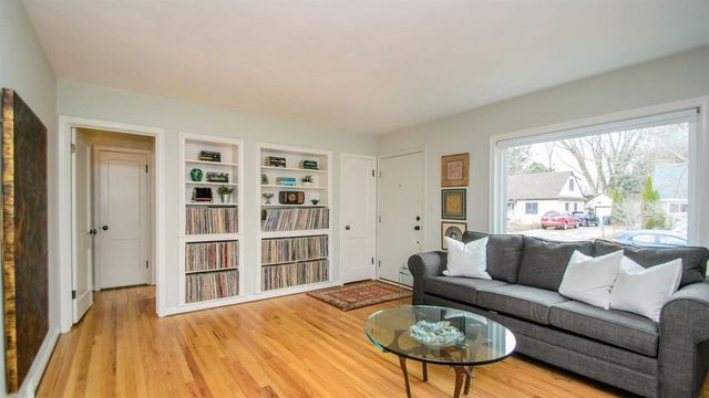 Charming updated bungalow in fantastic Ann Arbor location asks $400K