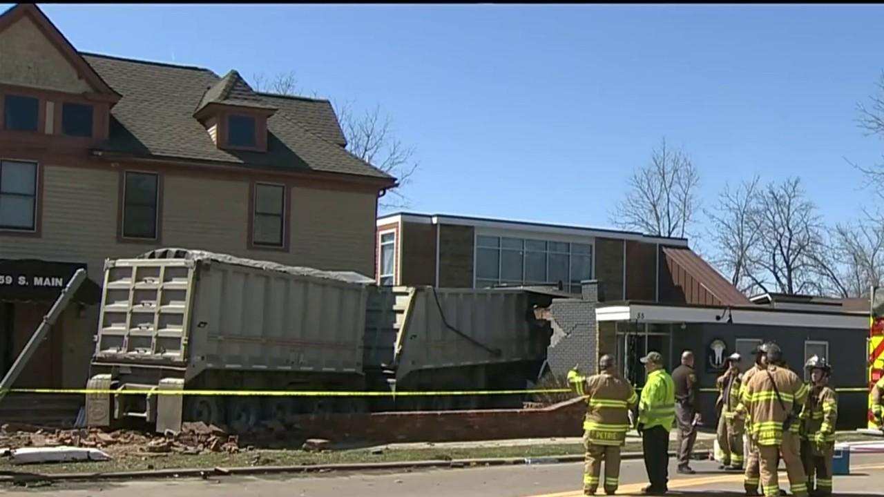 Semi truck crashes into dental office in Clarkston
