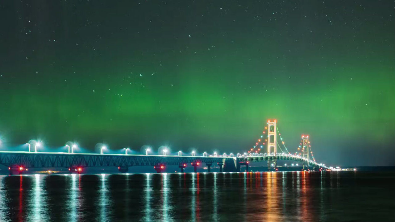 Watch The Northern Lights Dance Above Michigan S Mackinac
