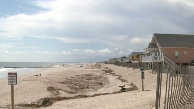 Final preparations, evacuations underway as Hurricane Florence approaches coast