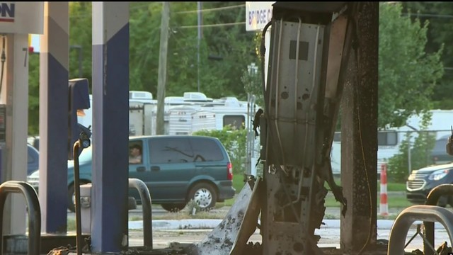 Car crashes into gas pump in Westland