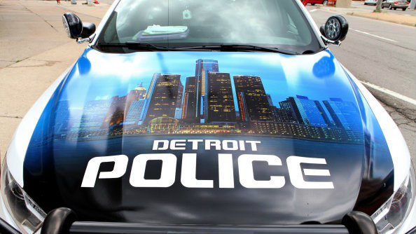 Detroit police officer bit by pit bull that broke free from chain, officials say