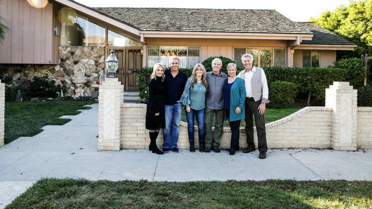 Watch brady bunch 39 cast reunite to fix up their beloved home for Wong s garden troy mi