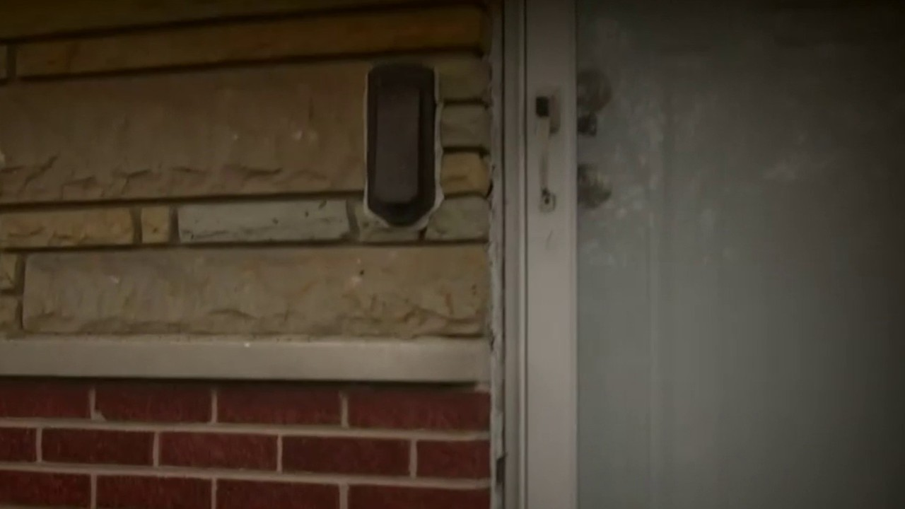 Residents in Oak Park hit by ID thief using credit cards...