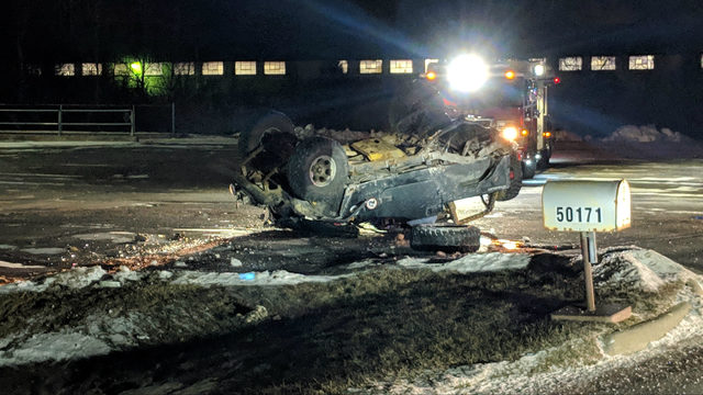 30-year-old Rochester Hills resident dies in single vehicle rollover crash