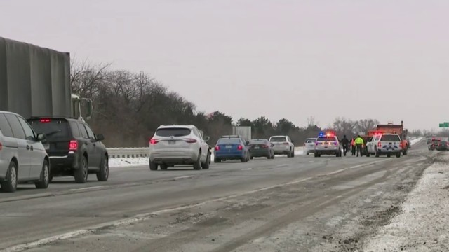 Numerous potholes causing lane closures, delays on I-75 in Oakland County
