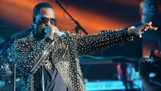 R. Kelly turns himself into Chicago police after aggravated criminal&hellip&#x3b;