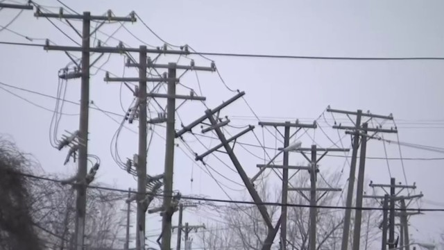 DTE crews work to restore power to thousands of Metro Detroit residents