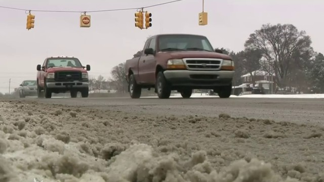 Winter weather creates messy morning rush hour for Metro Detroit drivers