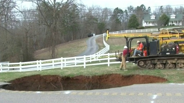60-foot sinkhole opens up in Tennessee