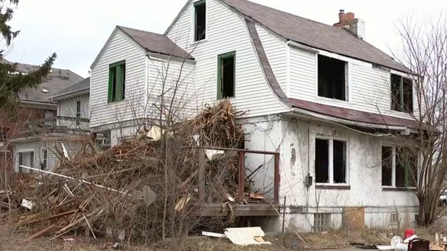Detroit works to clean up blighted house near elementary school