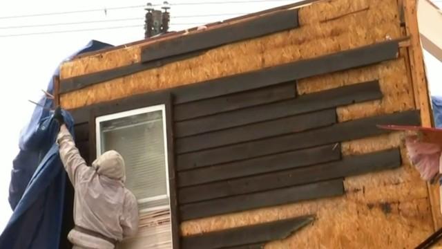 Residents assess tornado damage in Shiawassee Township