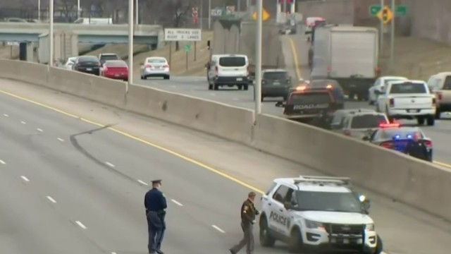 Police search for 3rd suspect in multi-car chase involving stolen&hellip&#x3b;