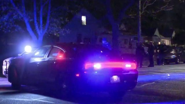 2 people shot near Birwood, Norfolk in Detroit