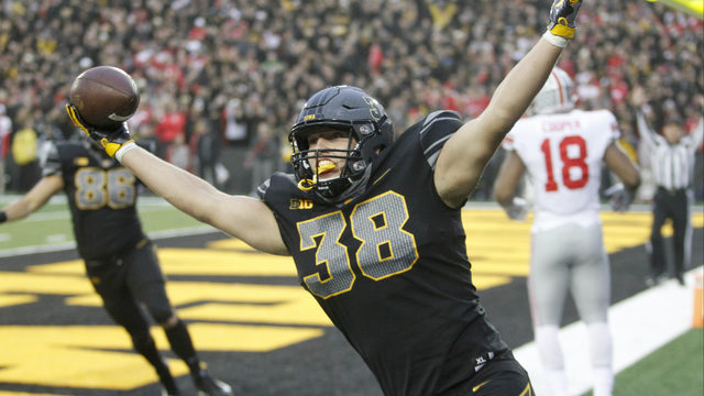 Detroit Lions select TE T.J. Hockenson in first round of NFL draft: Was…