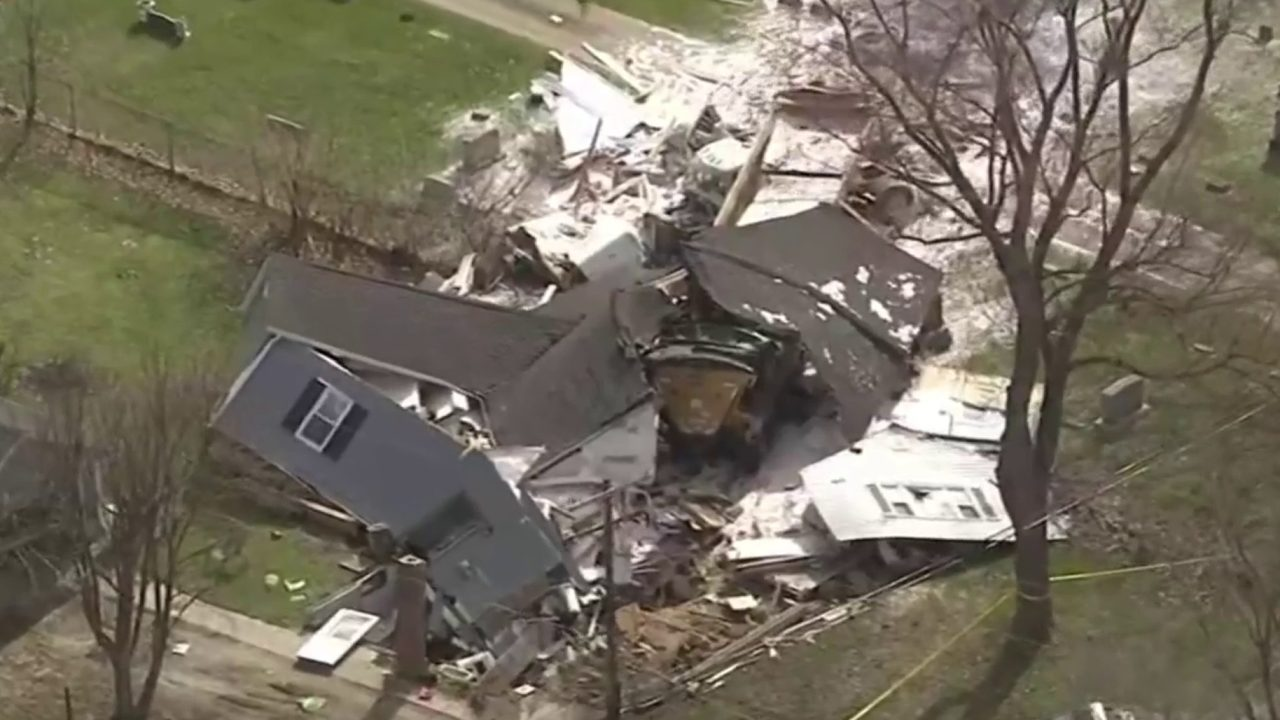Gawkers flock to site of Macomb County home destroyed by semi truck