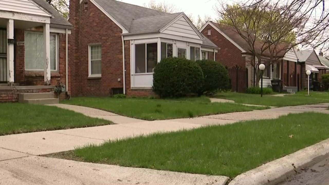 16-year-old Detroit teen facing charges after 13-year-old girl gives birth in toilet