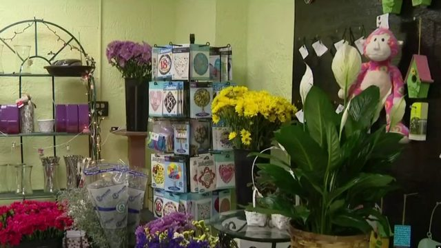 Video thumbnail for Metro Detroit flower shop run by high school students expands services nationwide