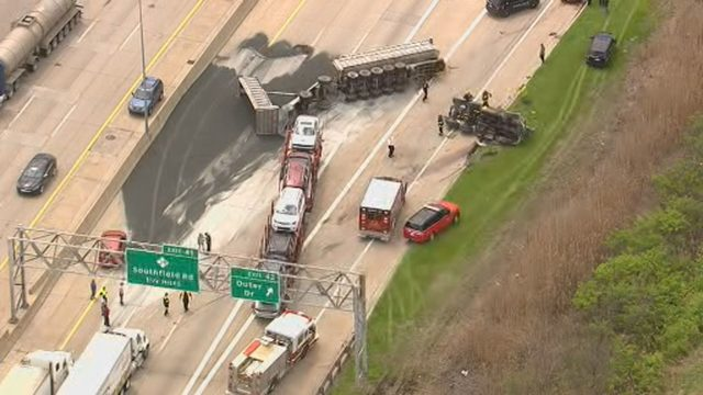 Southbound I-75 at Schaefer/Fort exit in Detroit now open after gravel&hellip&#x3b;