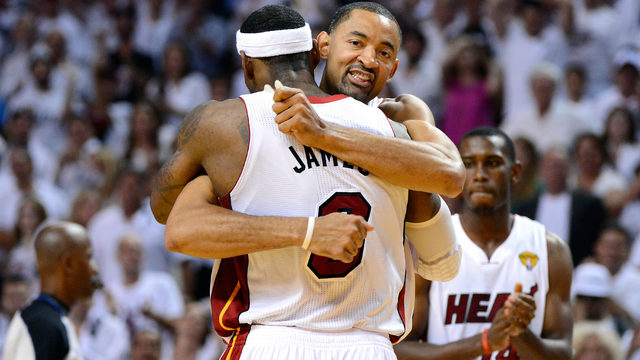 LeBron James, Dwayne Wade endorse Juwan Howard as new Michigan basketball coach