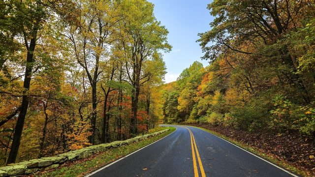 Report finds Michigan's rural roads, bridges have 'significant deficiencies'