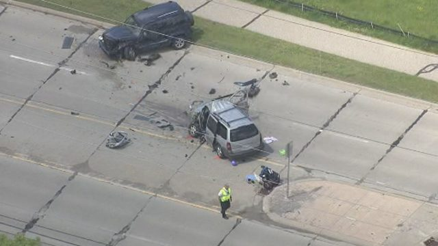 2 injured in crash on Livernois Road in Rochester Hills