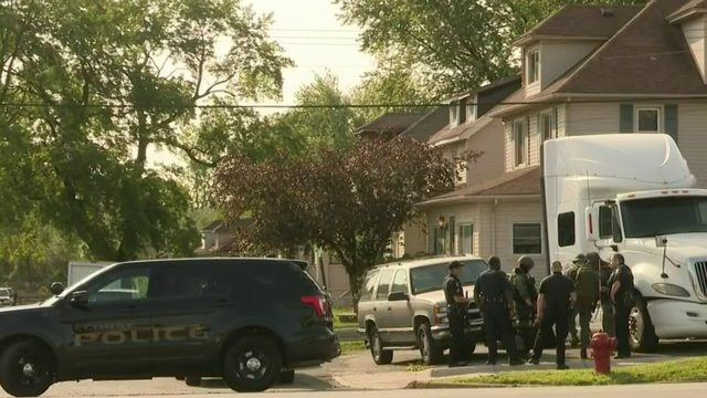 Man arrested after being barricaded inside Ecorse home
