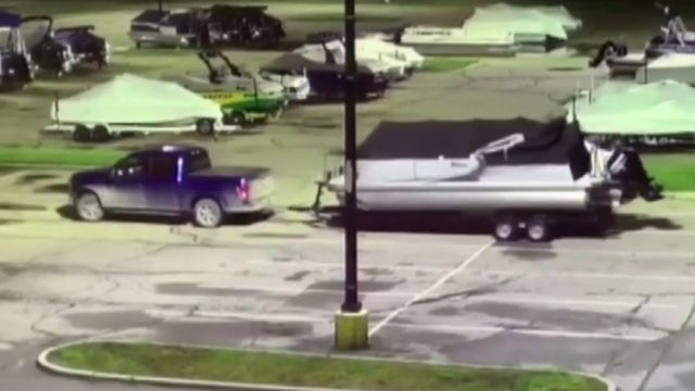 Video shows thief stealing boat from Waterford Township dealership in…