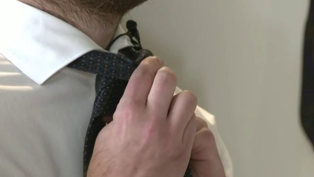 Here's how to tie a Half Windsor knot