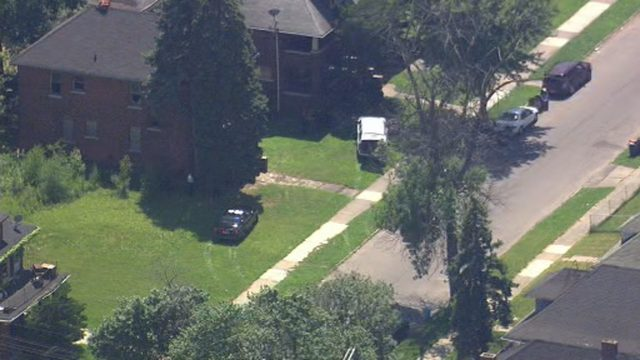 Barricaded gunman tackled by officers after surrendering in Highland Park