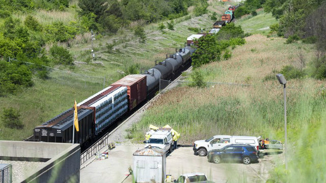 Official: Sulfuric acid leaked from derailed train car in tunnel…