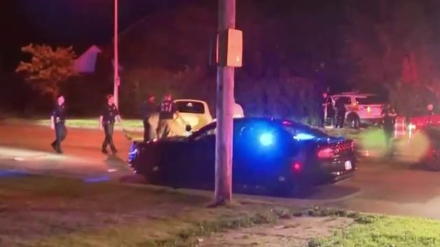 2 Detroit police officers, woman injured in violent crash on city's east side