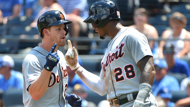 Tigers plate 7 runs in third, go on to beat Royals 12-8