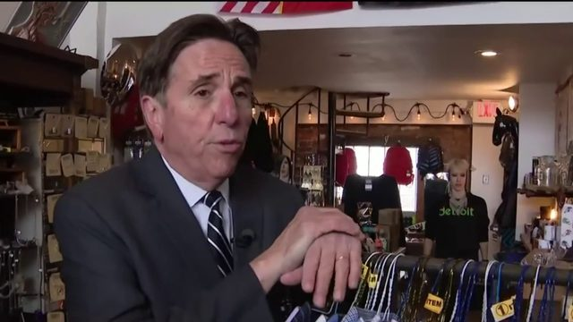 Local 4's Bernie Smilovitz helps those in need by cleaning out his closet