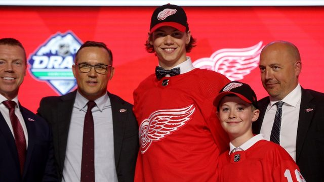 Red Wings: Moritz Seider signs 3-year contract