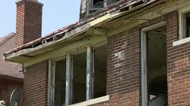 Detroit residents want eyesore torn down
