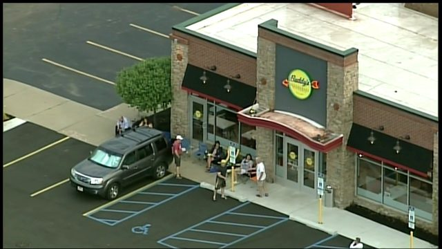 Buddy's Pizza debuts in Plymouth; Fans line up for free pizza coupons