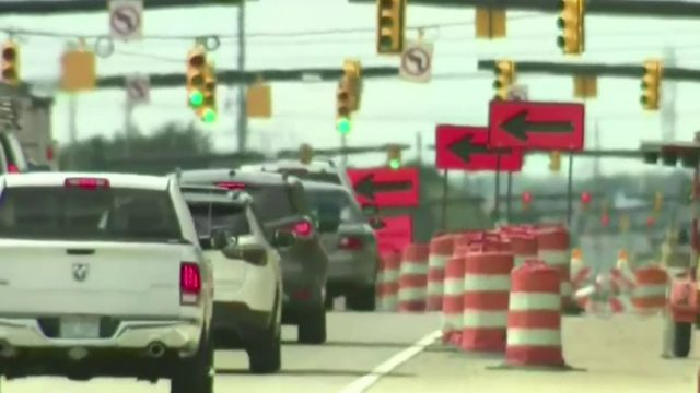 MDOT officials hold open house in Madison Heights about phase 3 of I-75 revamp