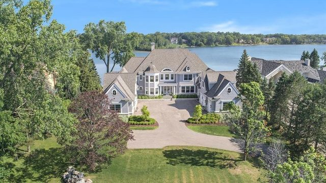 Massive lakefront estate lists for $5.5M in Oakland County