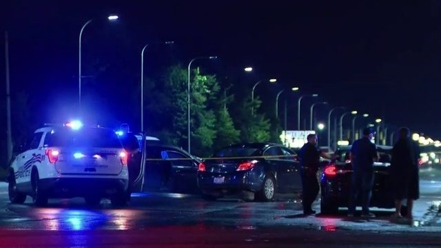Man beaten to death after crash at Livernois, Davison in Detroit
